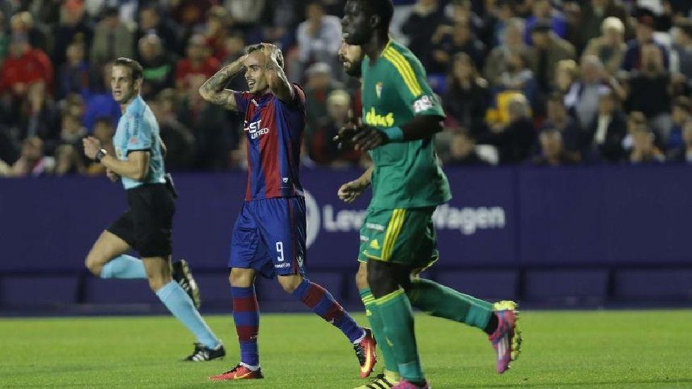 Roger se lamenta en el partido frente al Cádiz