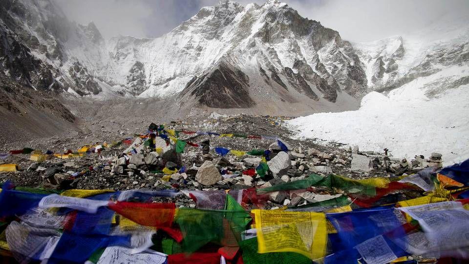 Luto en el Everest en recuerdo de los sherpas muertos