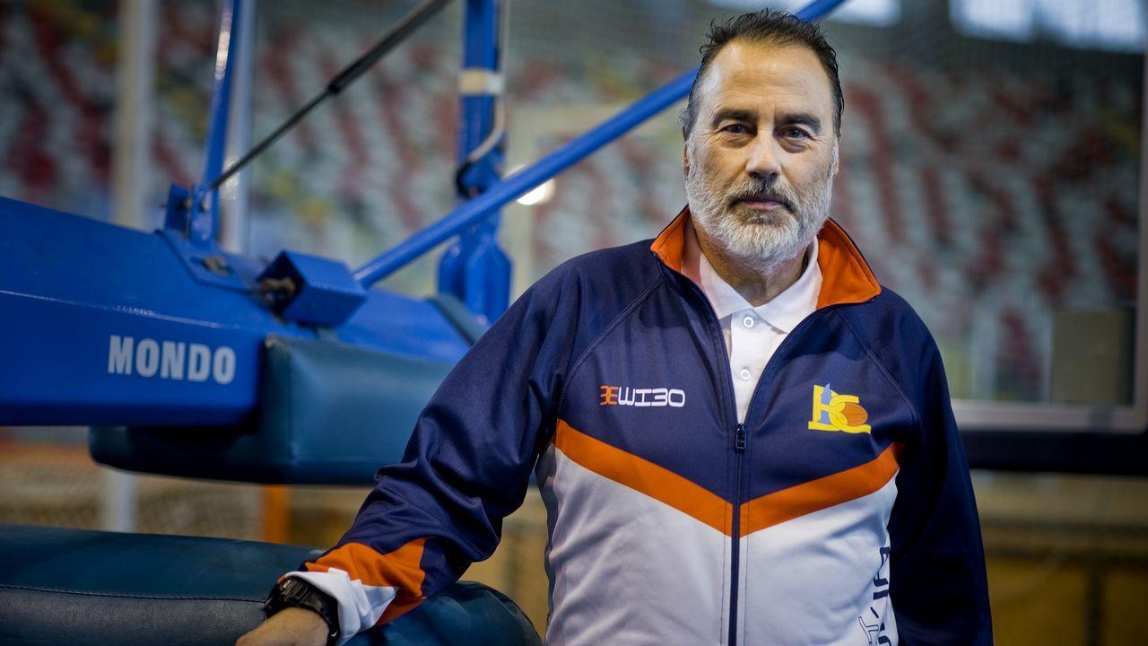 La barba de Aranzana crece a ritmo de victorias.Enric Gallego celebra un gol con el Extremadura