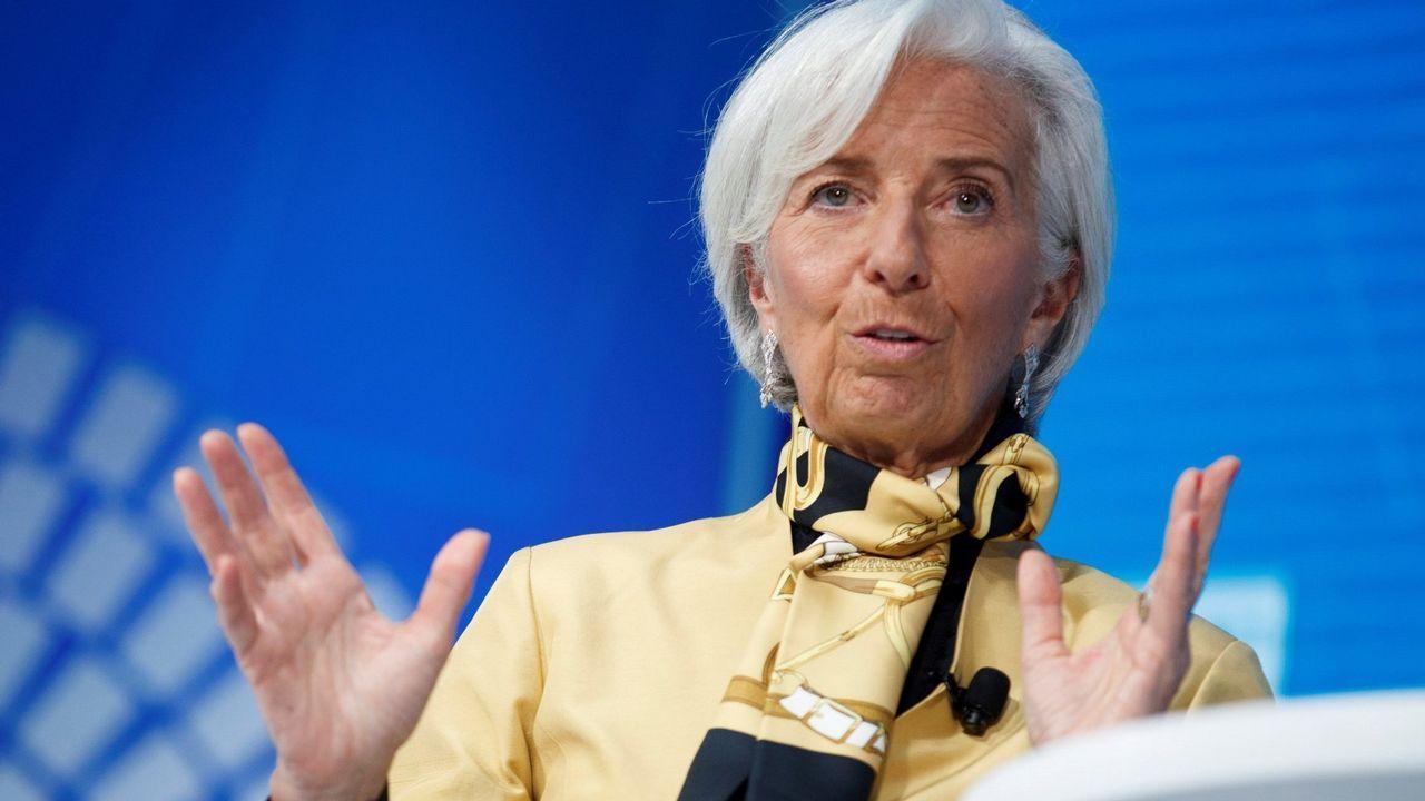 La directora del FMI a un ministro argentino: «Estás corto de mujeres».Venezolanos tras llegar al aeropuerto de Boa Vista, en Brasil, intentando dejar atrás la crisis