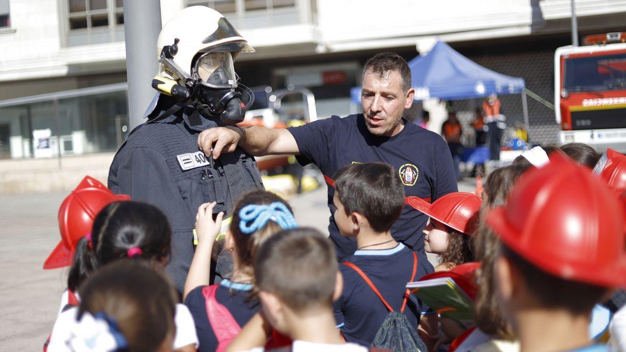 Los equipos de emergencias enseñan su potencial en Ribeira
