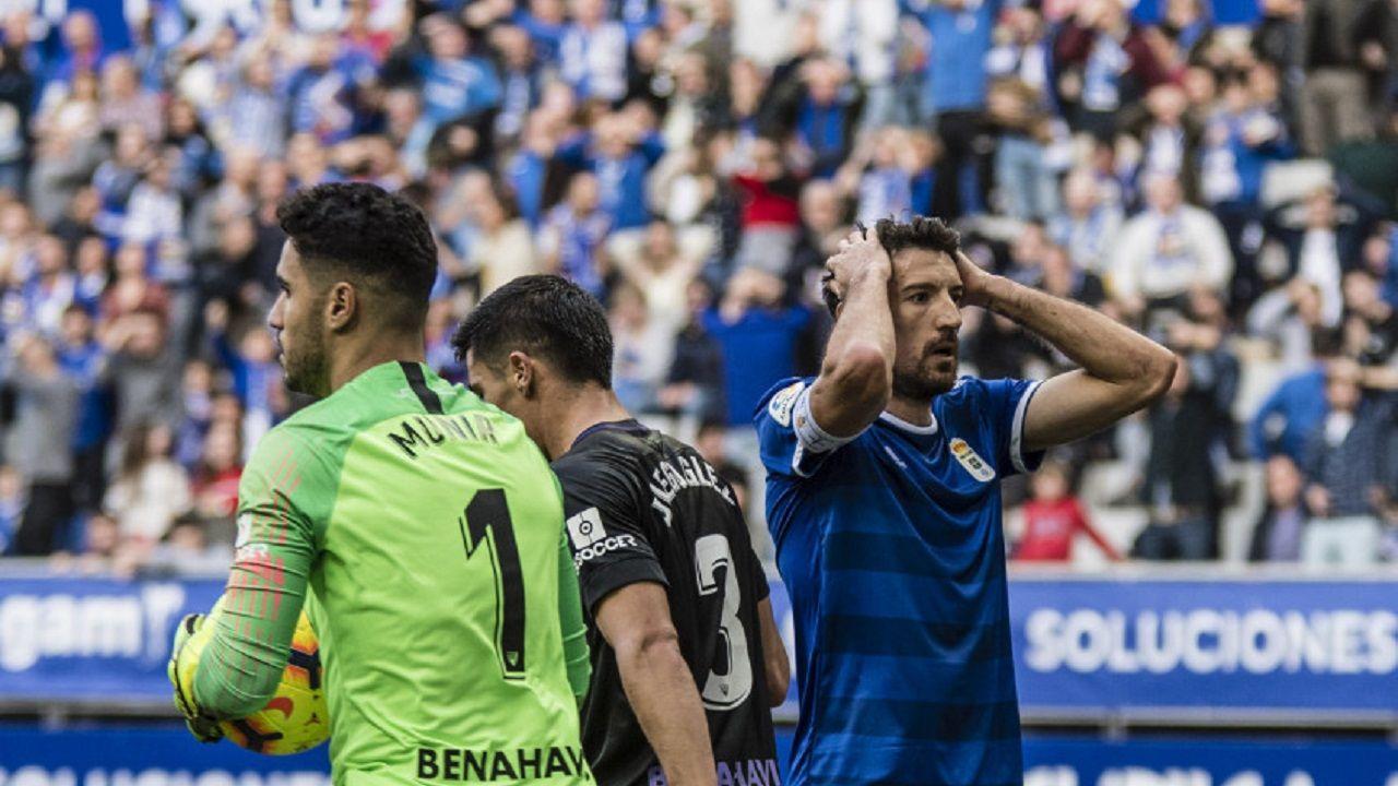 Toche Real Oviedo Malaga Carlos Tartiere.Toché se lamenta tras una ocasión ante el Málaga