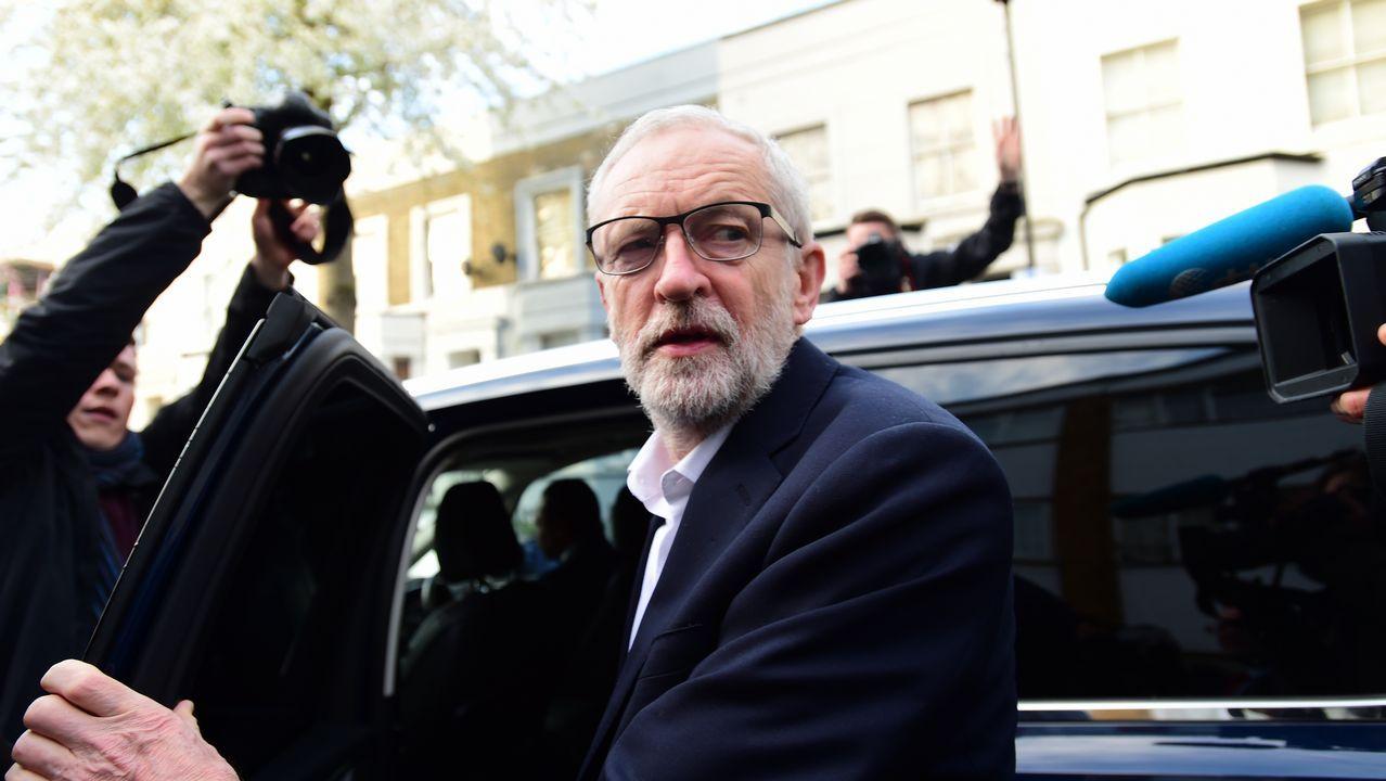 Corbyn es rodeado por la prensa tras su reunión con May