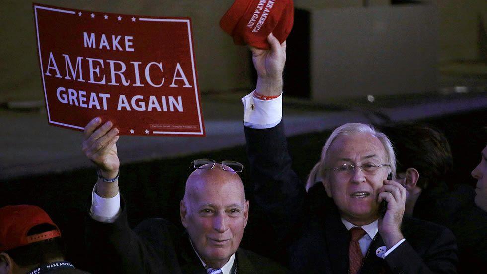 Donald Trump: «Iniciamos la urgente tarea de renovar el sueño americano».Seguidores del partido republicano
