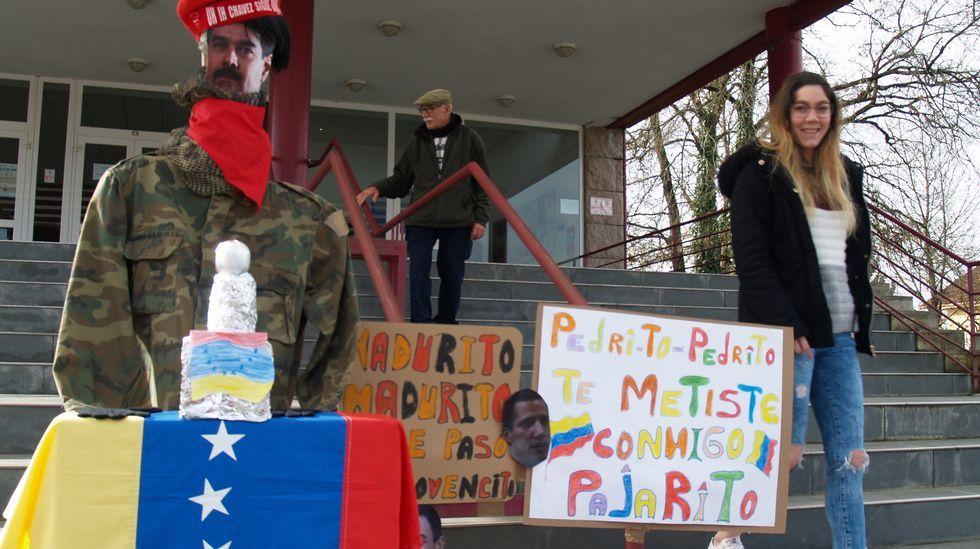 Nicolás Maduro presentouse en forma de compadre no edificio multiusos monfortino