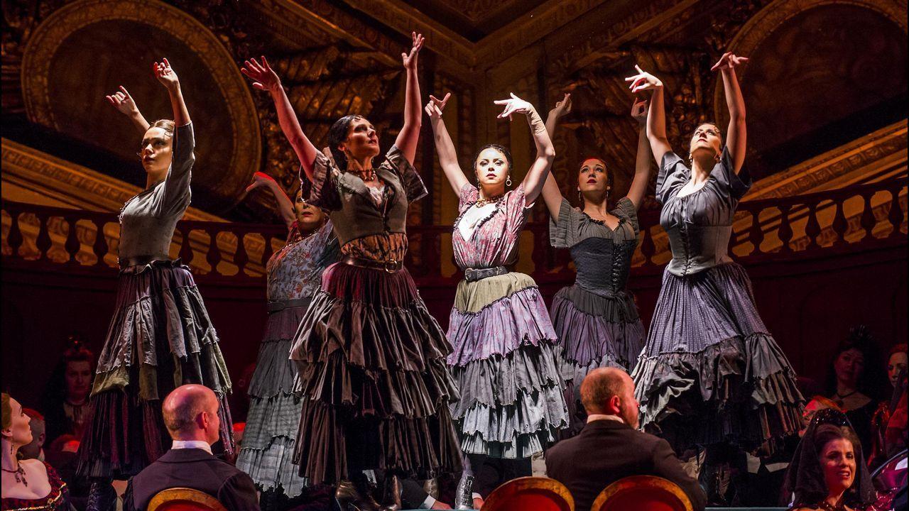 Museo de Historia Natural.Escena del montaje de «La traviata» de Verdi producido por la Royal Opera House