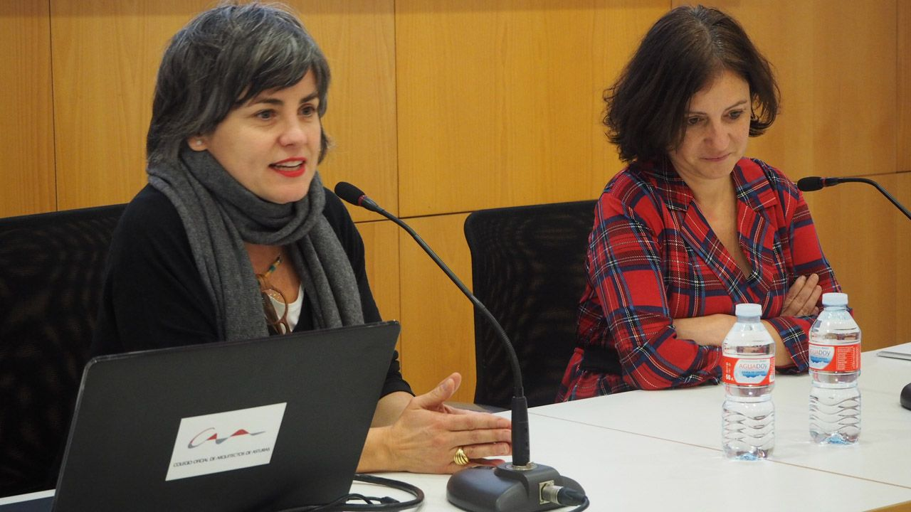 Sonia Puente Landázuri, decana del Colegio Oficial de Arquitectos de Asturias y Almudena Cueto, directora del Instituto Asturiano de la Mujer.