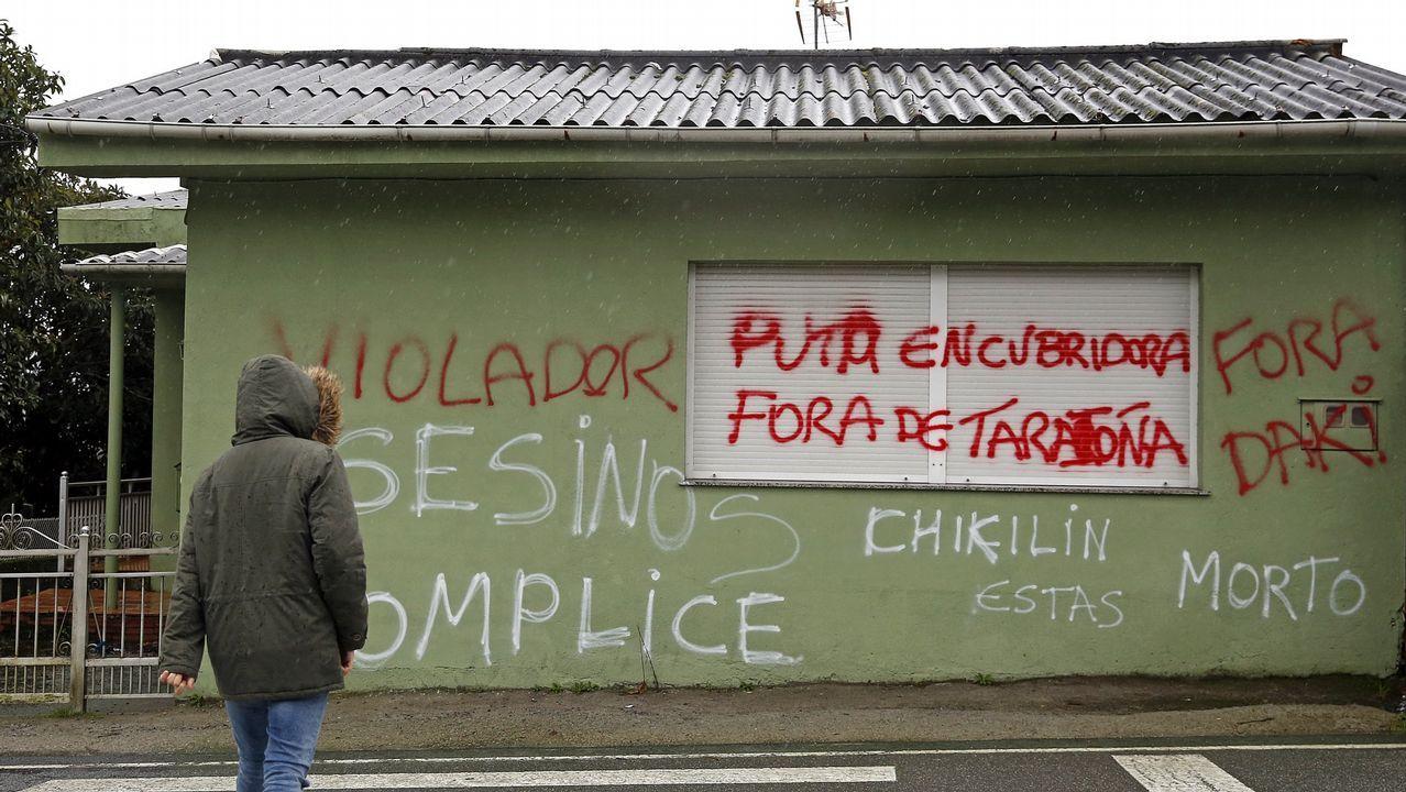 Las gallegas toman las calles tras la jornada de huelga.Pintadas en la casa del Chicle