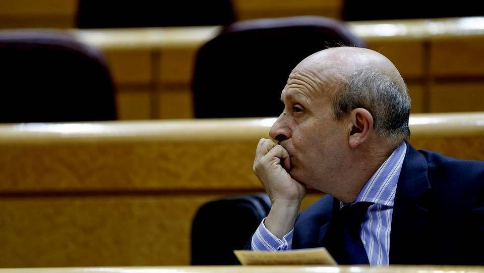 Una política polémica.El ministro Wert durante la sesión de control al Gobierno celebrada esta tarde en el Senado