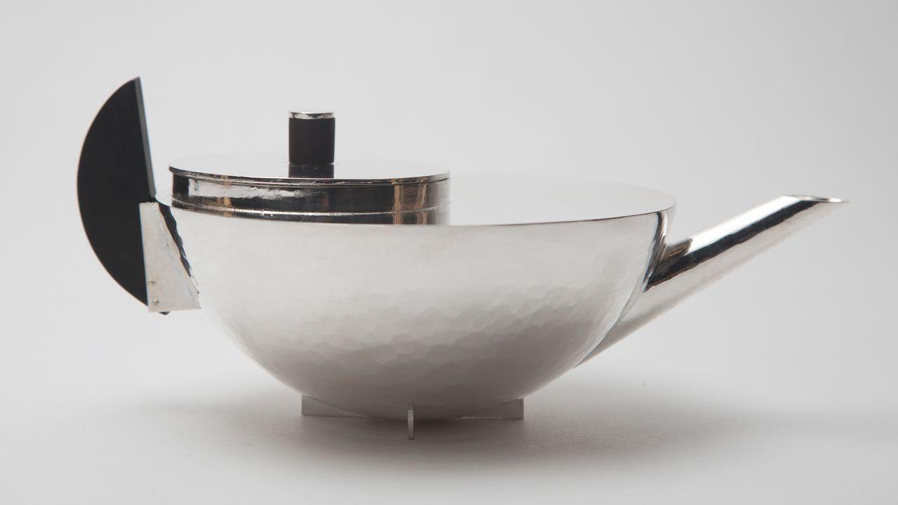 La tetera diseñada por Marianne Brandt en la Bauhaus en 1924 formó parte de un juego de café y té