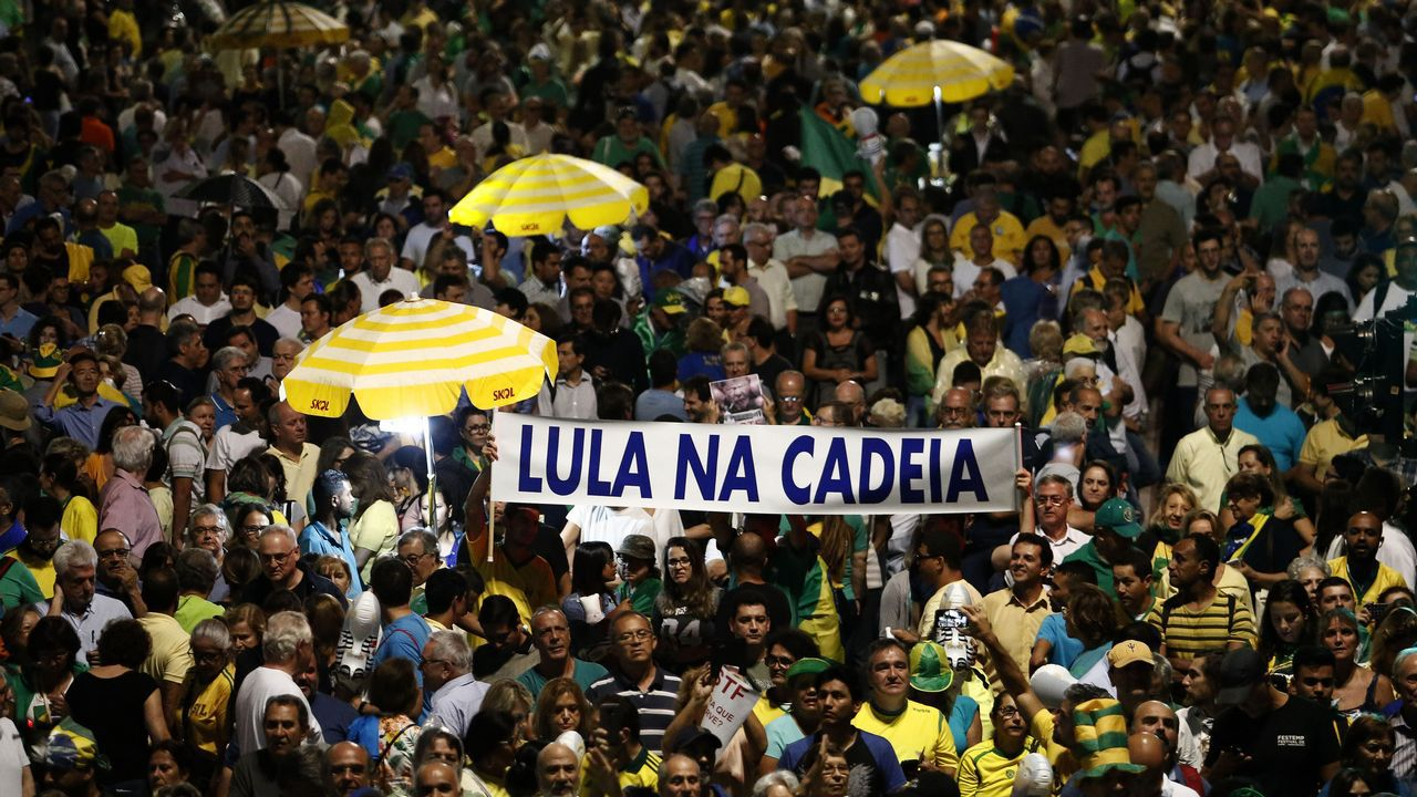 Vista de la masiva manifestación en Sao Paulo de los partidarios de que Lula da Silva sea enviado a prisión