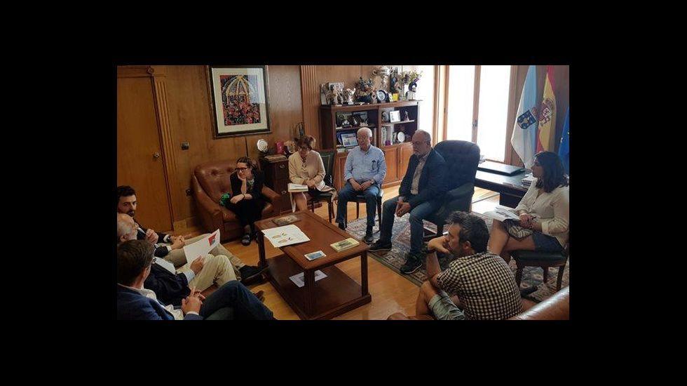.La reunión duró varias horas