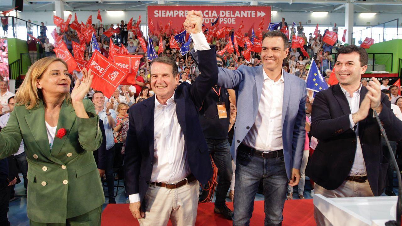 Pablo Iglesias, sobre las donaciones de Amancio Ortega: «La sanidad no puede depender de ningún millonario».Pedro Sánchez asiste en Vigo a un mitin multitudinario en apoyo de su candidato, Abel Caballero