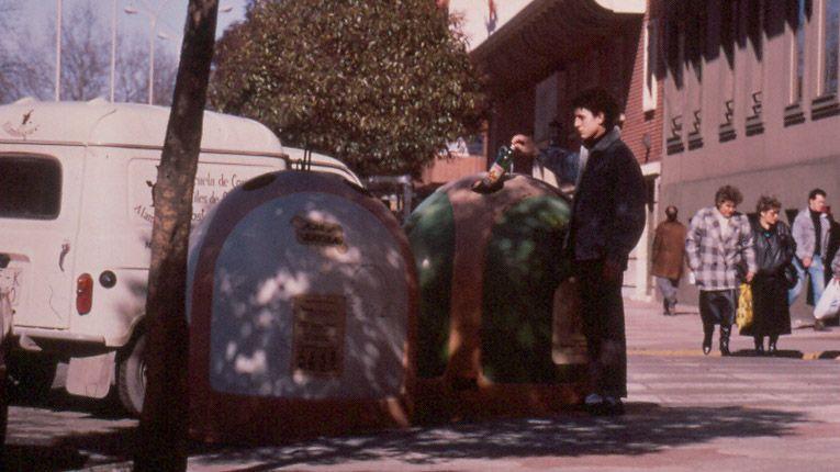 «Nuestro instituto es como la ONU».Los primeros contenedores de reciclaje de Asturias