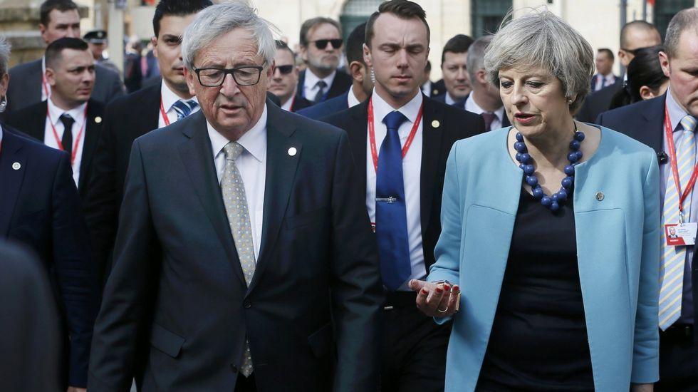 .Jean-Claude Juncker y Theresa May durante una reunión celebrada en Malta el pasado mes