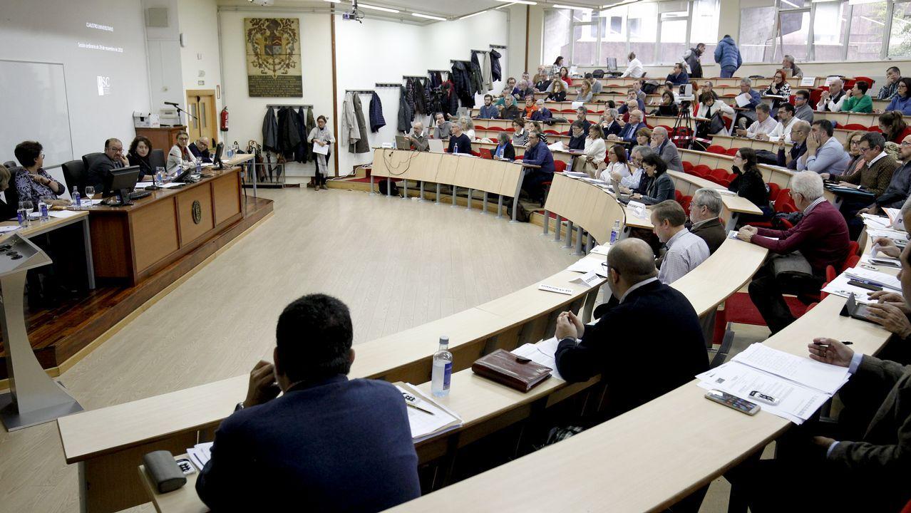 «Non hai sospeitas, non dubidamos de ningún compañeiro».El alcalde de Santiago se reunió ayer con miembros de la candidatura de los críticos, «Entre Todas», con la que admitió sentirse «máis situado»