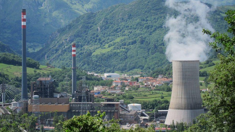 La central térmica de Soto de Ribera.La central térmica de Soto de Ribera