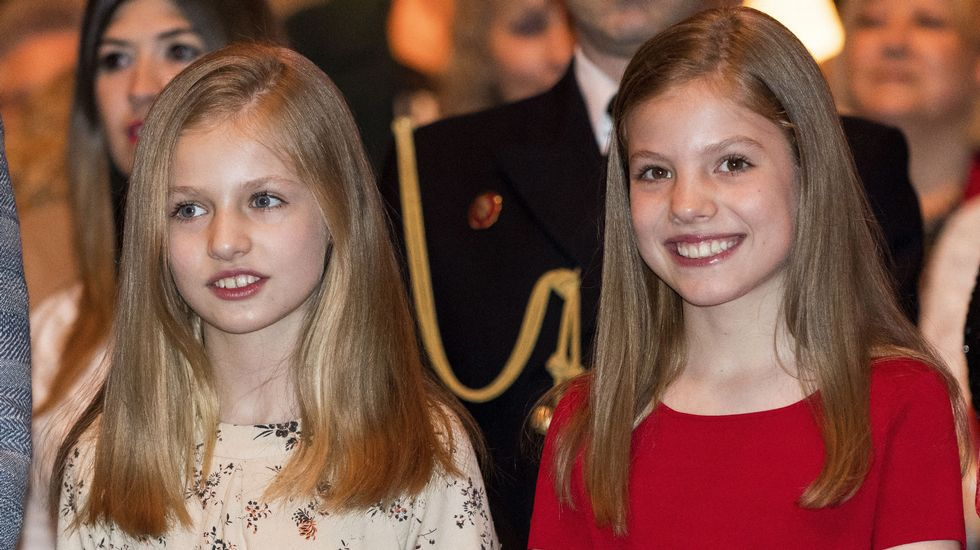 Los diez países clasificados de la segunda semifinal.La princesa Leonor (izquierda) y su hermana pequeña, la infanta Sofía
