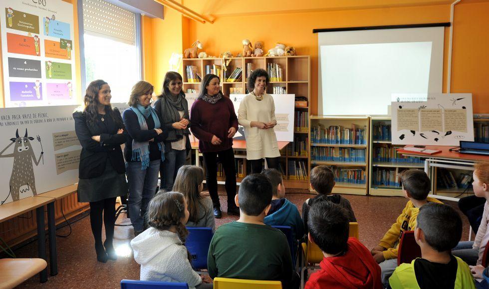 Con siete paneles, la vaca Paca explica a los niños de que se trata el celiaquismo.