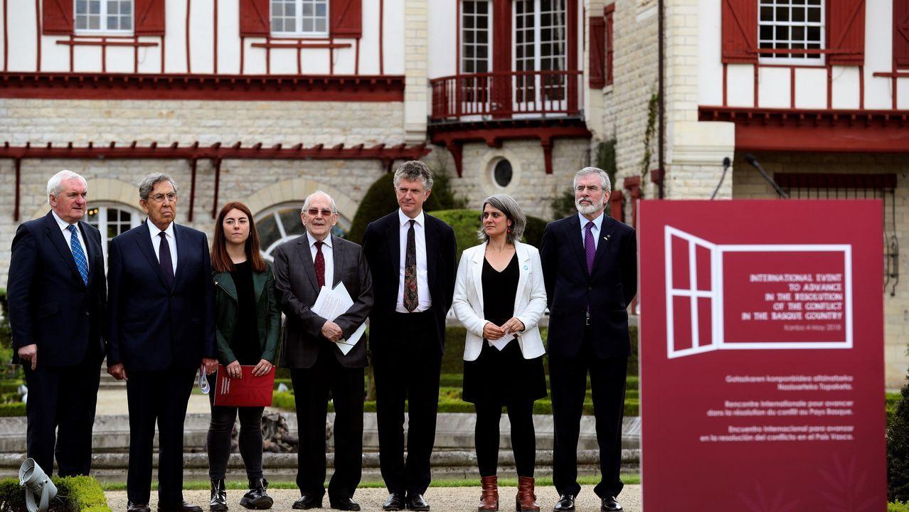 .Los miembros de la comisión internacional elegida por ETA