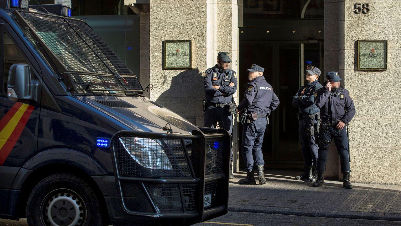 La Policía registra el Instituto de Estadística de Cataluña en busca del censo del referendo.Josep María Jové