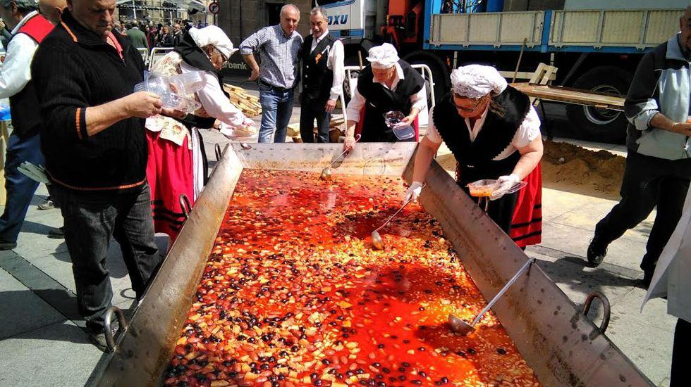 Gran fabada en la Comida en la Calle de Avilés.Gran fabada en la Comida en la Calle de Avilés