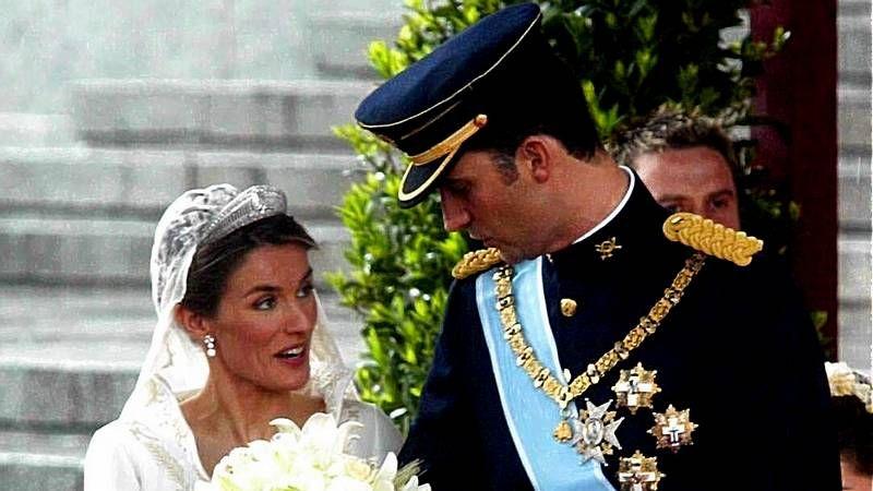 Los reyes presiden en Logroñoel desfile de las Fuerzas Armadas.Jordi Puigneró