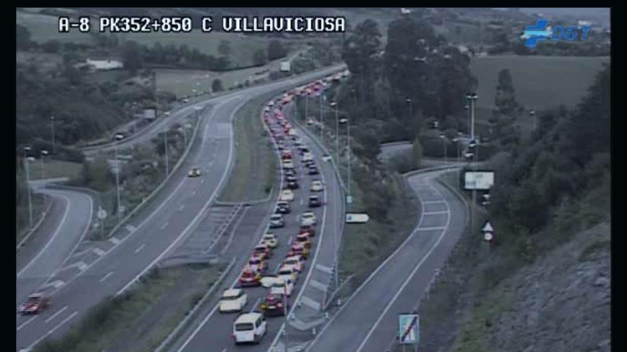 Atasco en la autovía del Cantábrico, a su paso por Villaviciosa