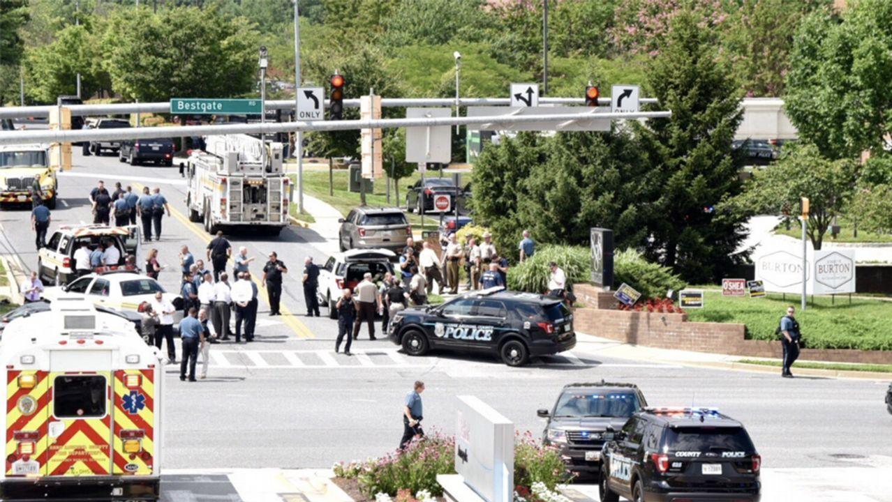 Policías se desplegaron ante la sede del diario «Capital Gazette» en Annapolis