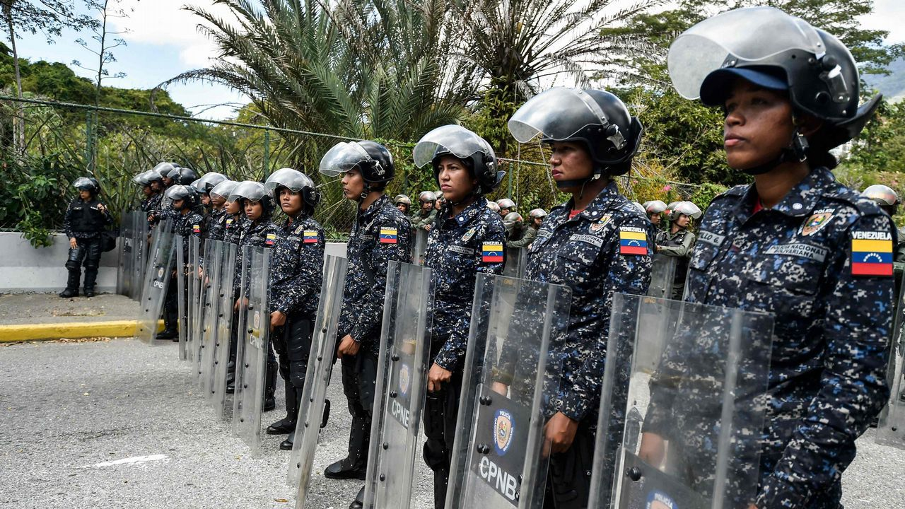plaza.Miembros de la policía bolivariana en Venezuela