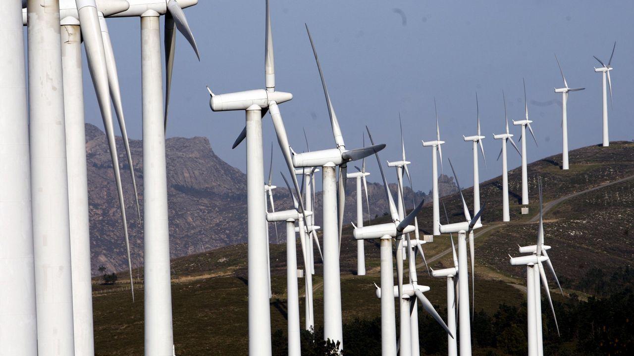 Llegan al puerto de A Coruña desde Egipto las piezas de la caldera de biomasa de Forestalia, en León.Parque eólico picu el gallo, Tineo