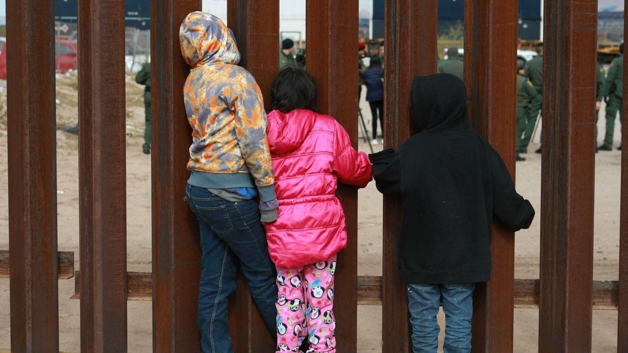 Niños migrantes en la frontera con Estados Unidos