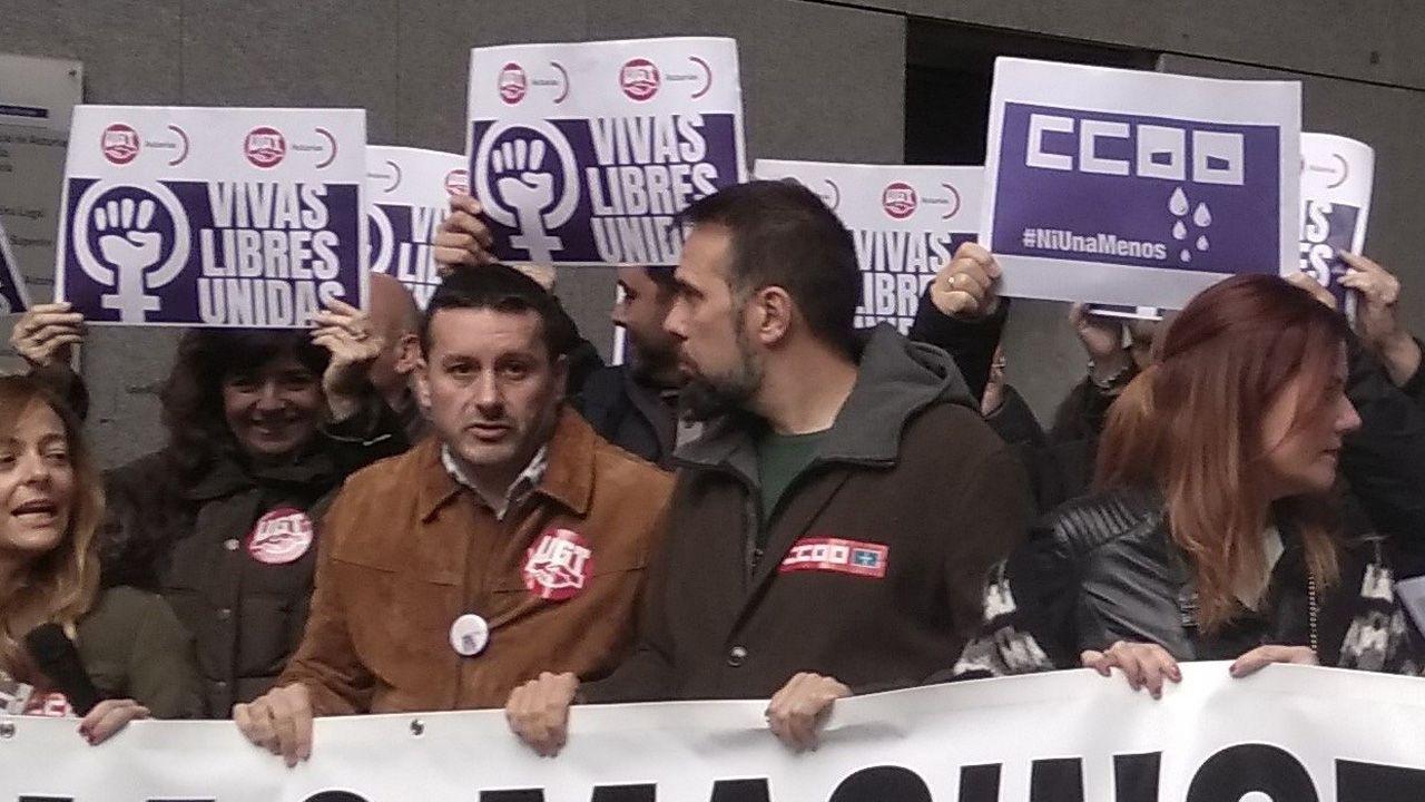 Los secretarios generales de UGT y CCOO de Asturias, Javier Fernández Lanero y José Manuel Zapico durante la manifestación del 25N