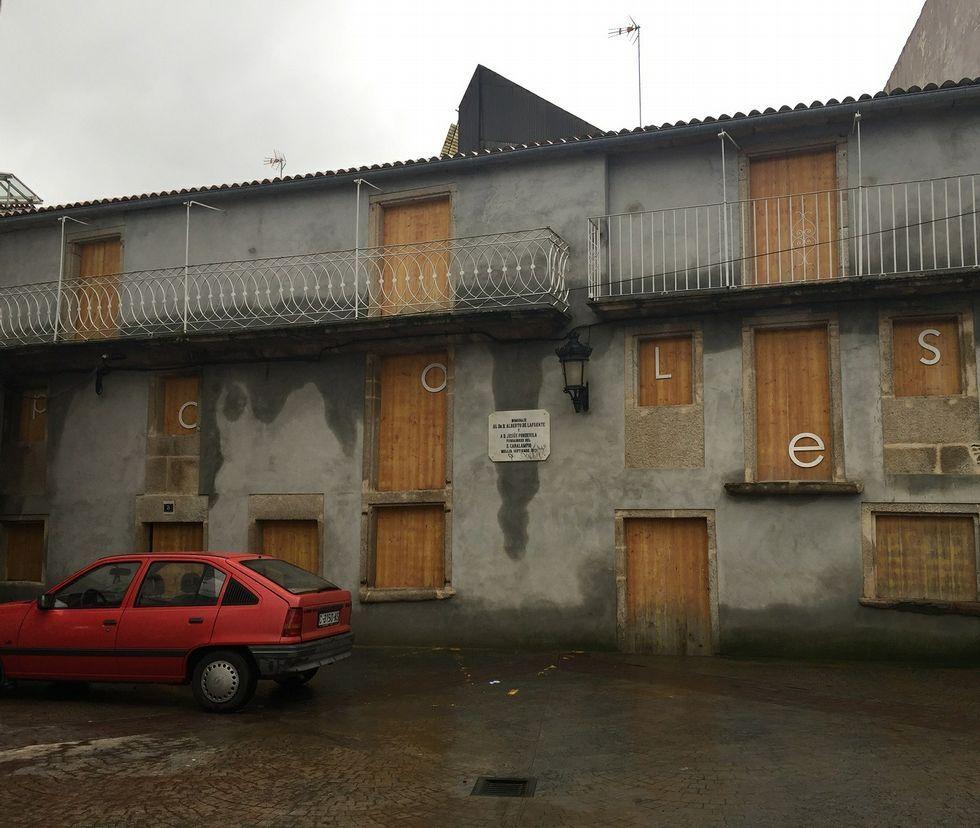 <span lang= es-es >Propiedad pública</span>. Situadas en la medieval plaza de As Coles, las dos viviendas las adquirió hace años la Xunta para su rehabilitación.