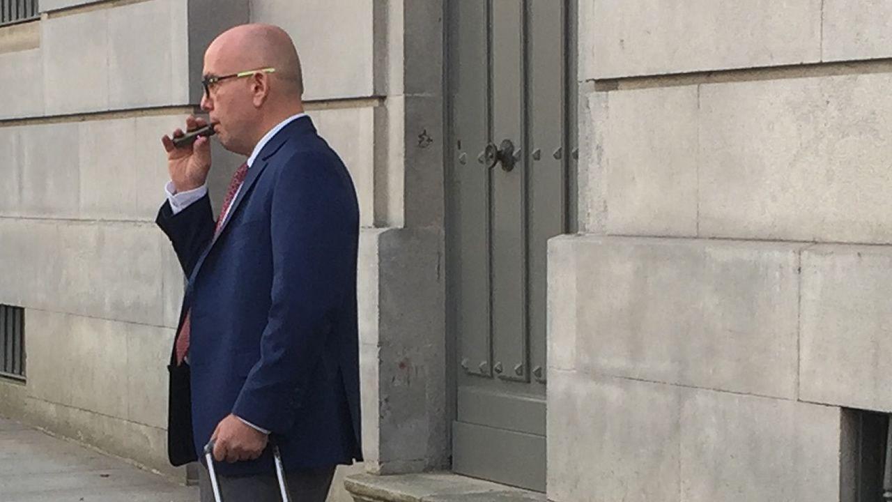 Suspenden el juicio contra Miñanco porque su abogado fumó un cigarrillo electrónico en sala.Juicio a Zhang Hai Jie por el crimen de las chinas