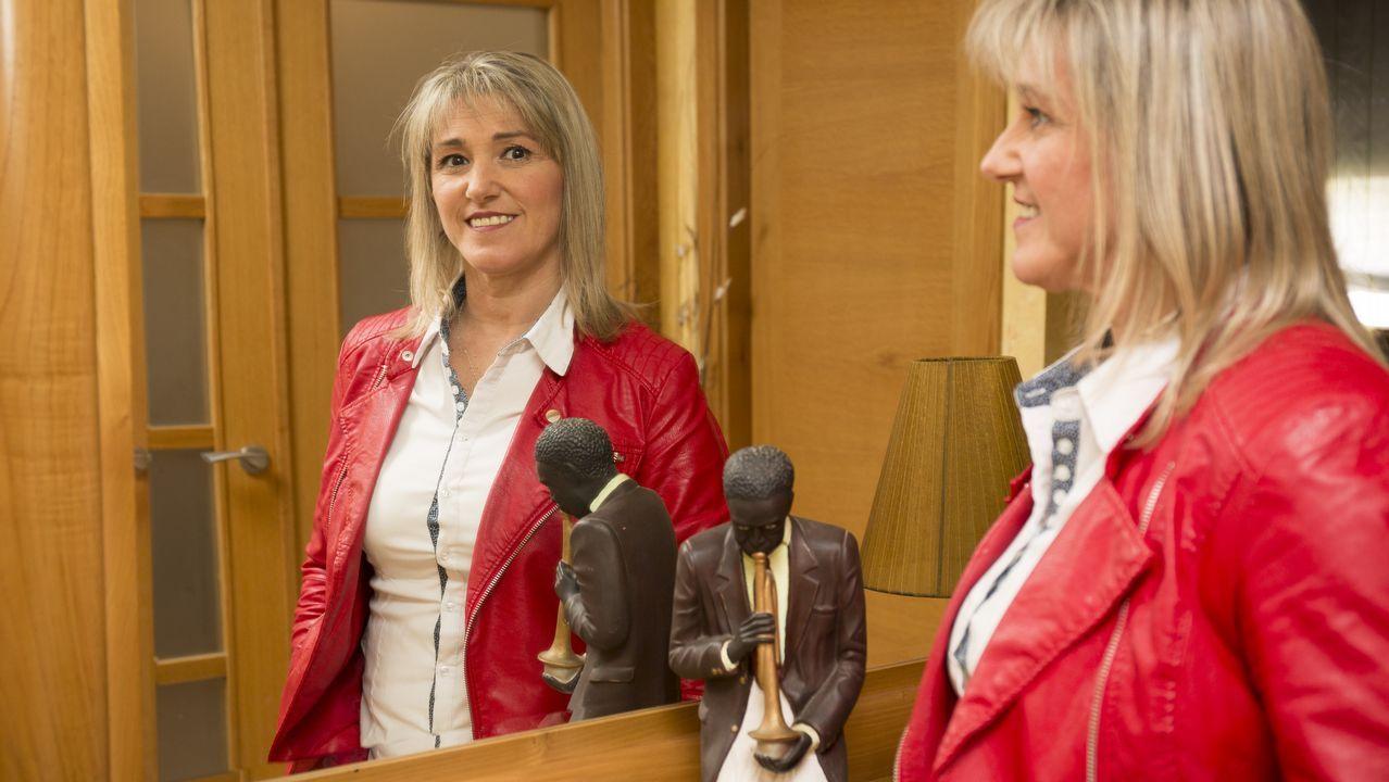 Los jóvenes diseñadores premiados en la Mostra do Encaixe de Camariñsa.Judi Dench interpreta a una británica reclutada por el espionaje soviético
