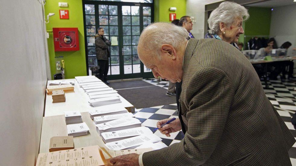 .Pujol y su mujer, acudiendo a votar el pasado 20D