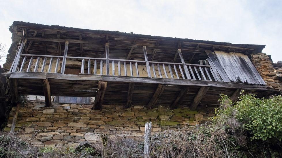 Muchas casas de la aldea están abandonadas
