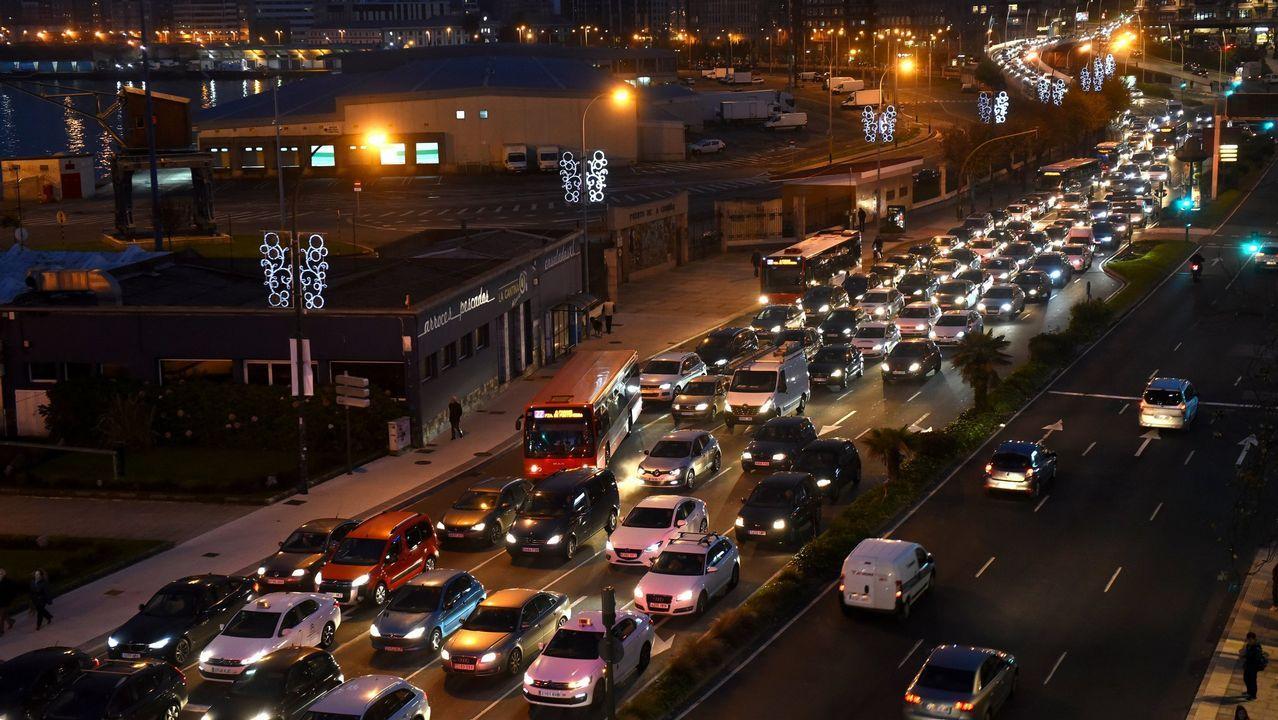 Carril bici.Estado en el que quedó el coche en el que perdió la vida un conductor en Pravia