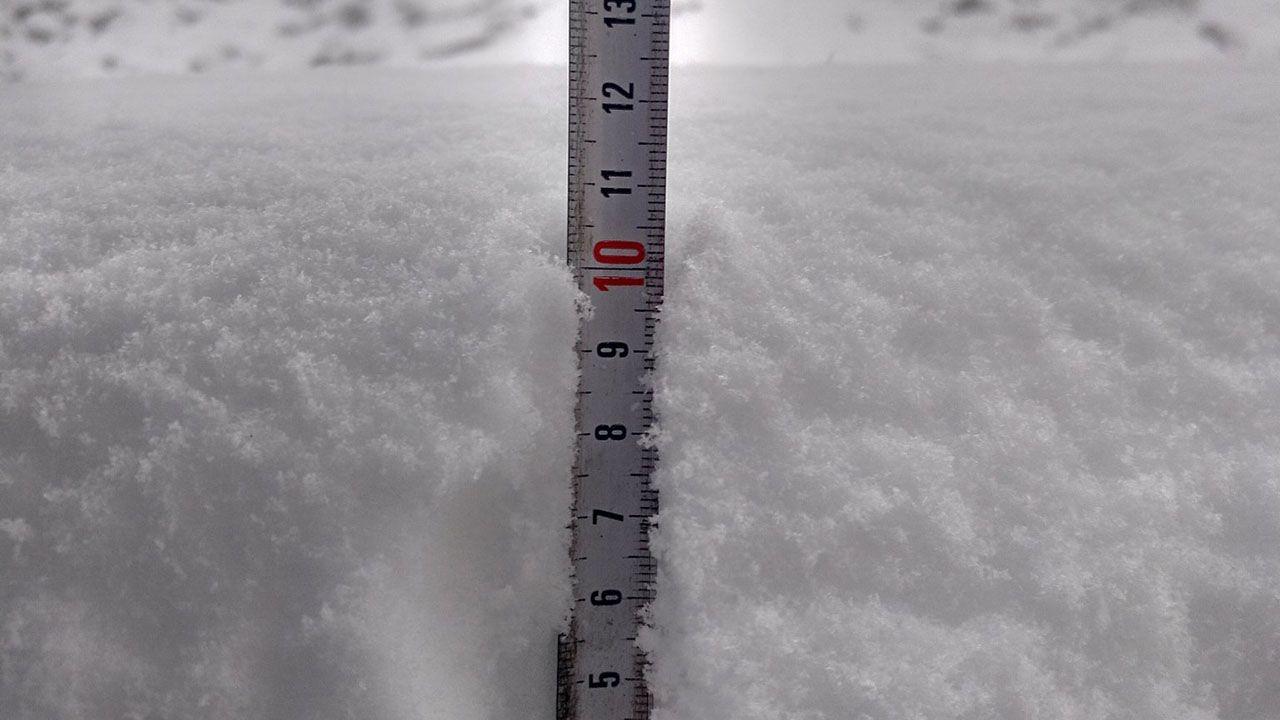 La nieve en el refugio del Meicín llega a 11 centímetros