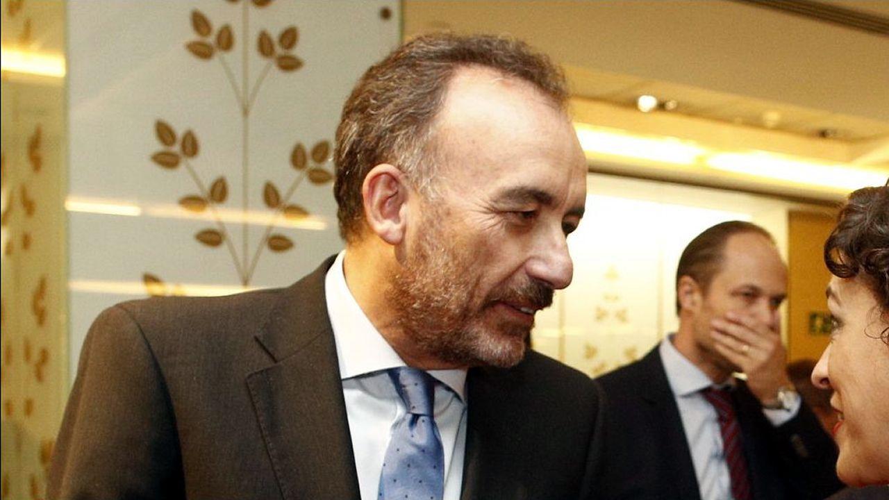 Manuel Marchena, en una imagen de archivo, hablando con la ministra de Trabajo, Magdalena Valerio