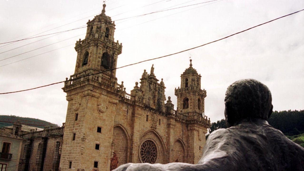 La Banda de Gaitas de Corvera hace historia en Boston.La Catedral de Oviedo