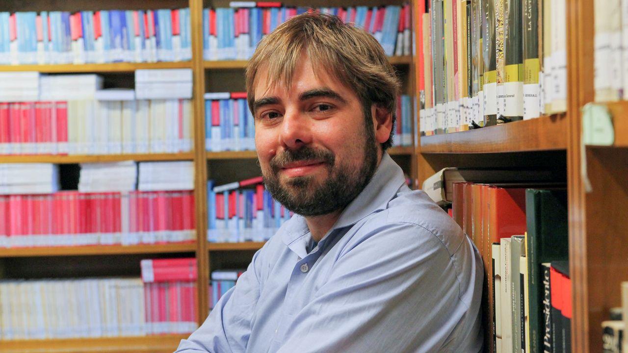 La vida ensin oficialidá.El secretario general de Podemos Asturies, Daniel Ripa.