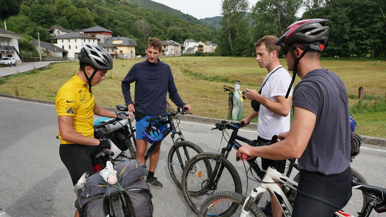 .Un grupo de amigos hace el Camino en bicicleta