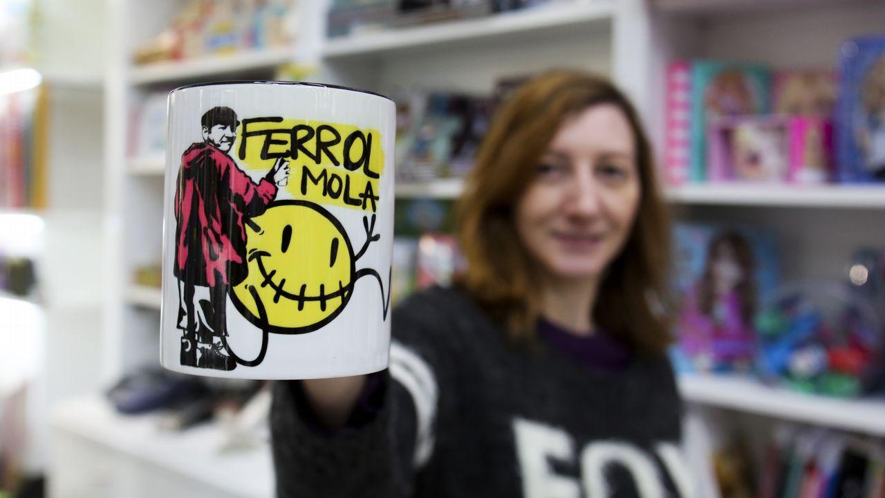 El abanico de artículos del makako de Ferrol Mola se acaba de ampliar con una taza en la que también sale Pachara