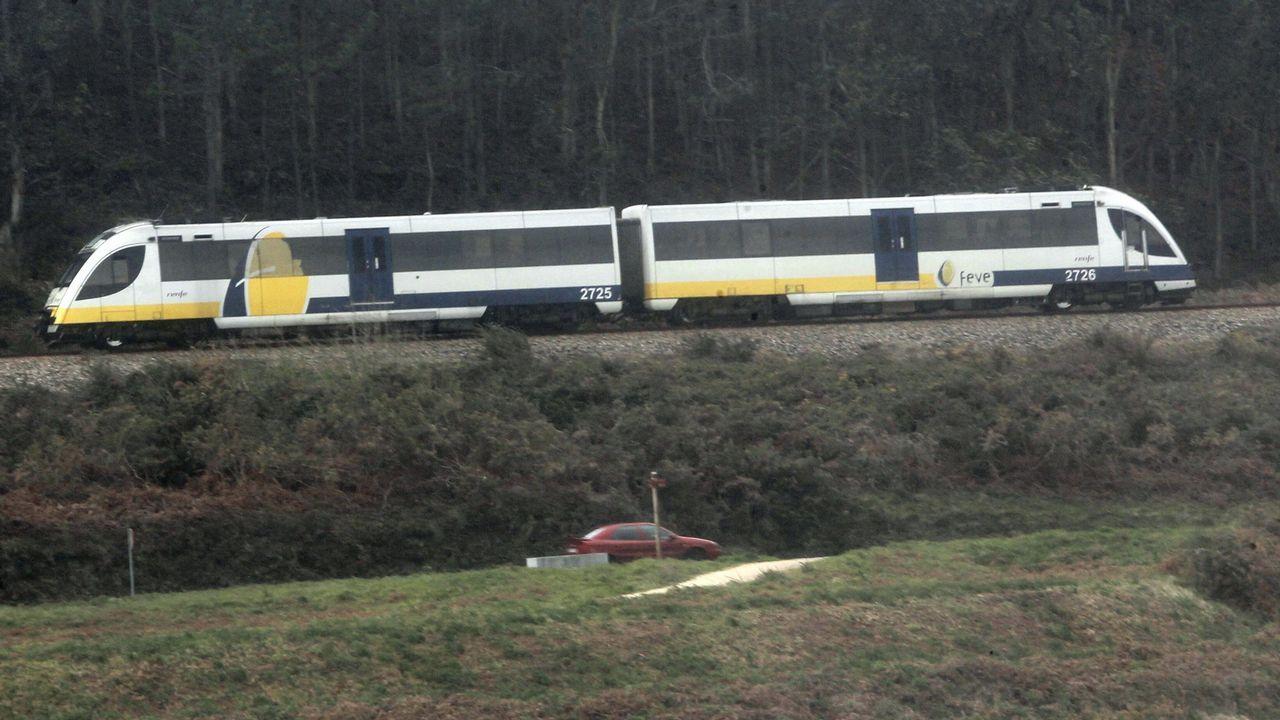 Dispositivo de búsqueda en Ferrol.Un tren Feve, en una imagen de archivo