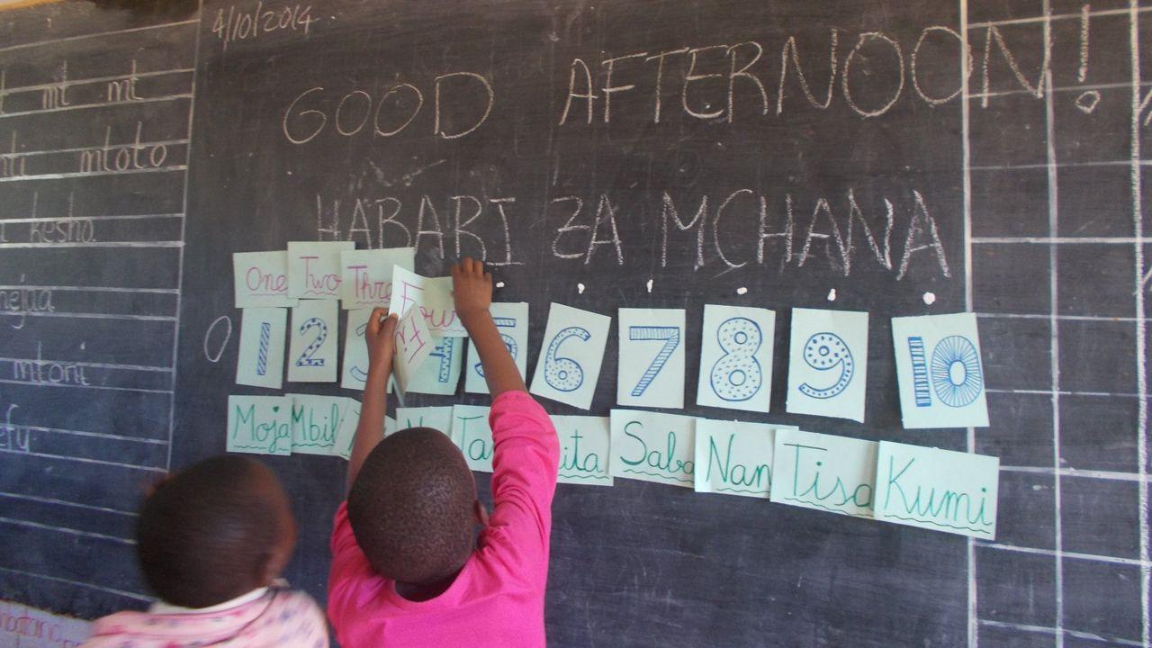 Escolares en Tanzania durante una clase