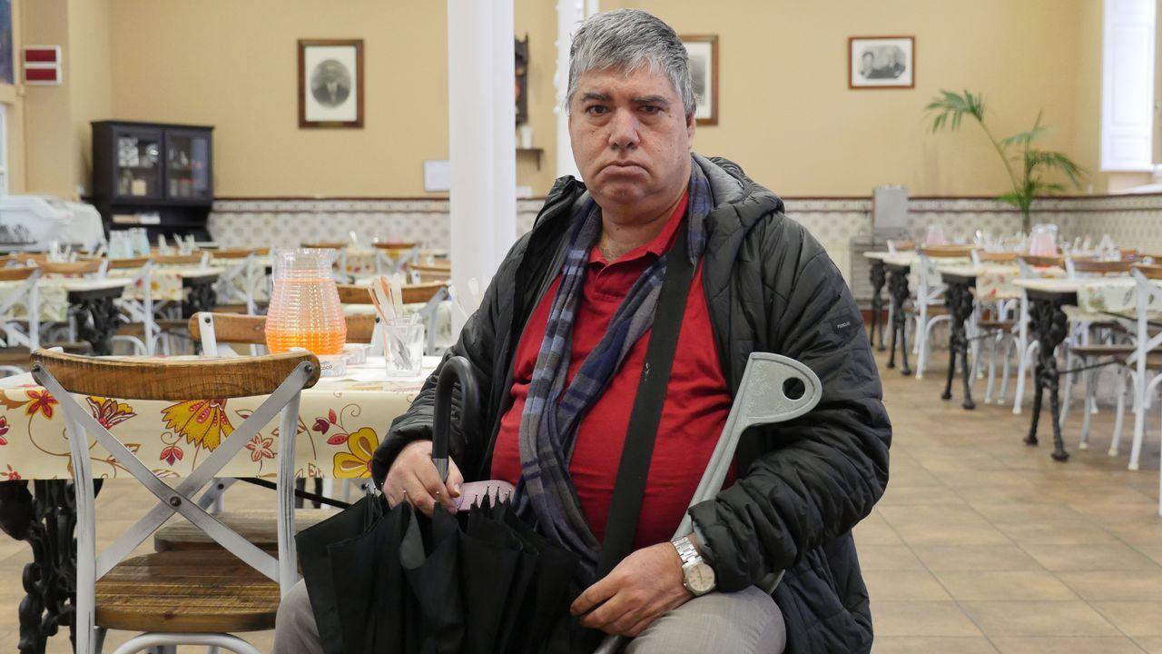 «Vivo en el albergue, desayuno en Cáritas y como en la Cocina Económica: así todos los días».Imagen del pasado viernes de la institución coruñesa Padre Rubinos, donde el ritmo es frenético desde septiembre