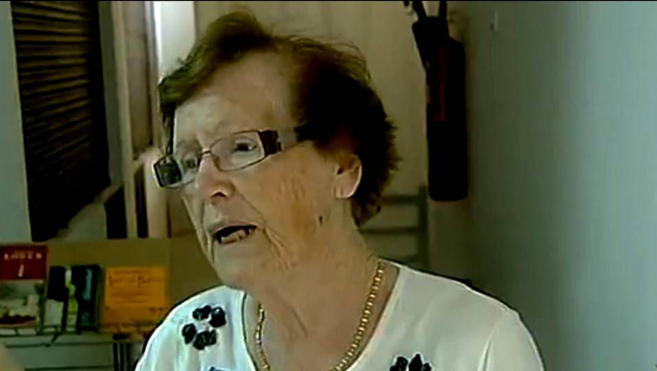 Cecilia Jiménez, atendiendo a las cámaras de TVE