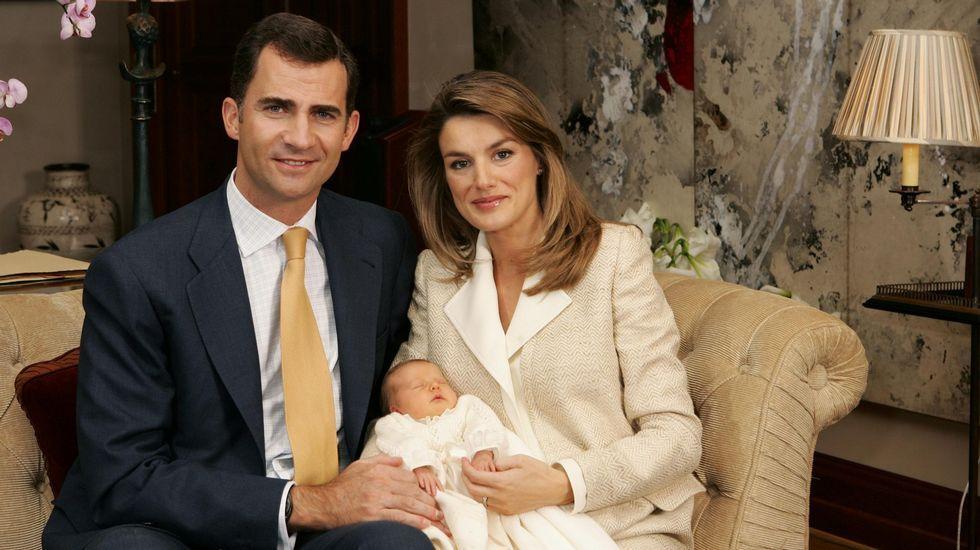 .Presentación oficial de la princesa Leonor días después de su nacimiento.
